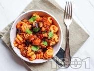 Рецепта Паста макарони с патладжан, домати от консерва, сушени домати и чесън